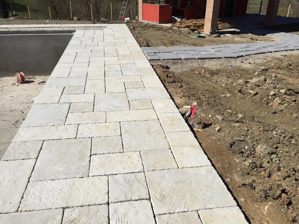Pavimento In Pietra Naturale Per Interni : Pavimento per esterni in pietra naturale luserna fiammata grigia